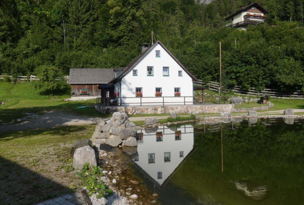 Haus mit Badesee